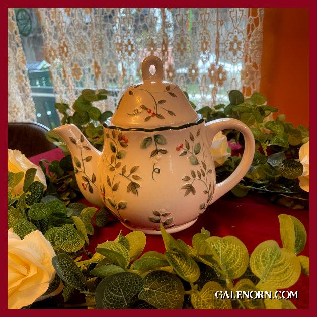 Winterberry Teapot