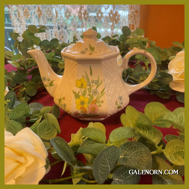 Daffodils Teapot
